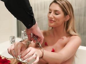 Kinky Romance With Hardcore Beauty August Ames