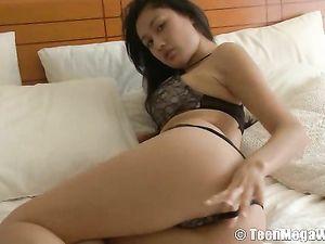 Solo Asian Teen Cutie Masturbates Solo In Bed